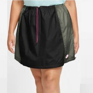 Nike plus size icon clash skirt